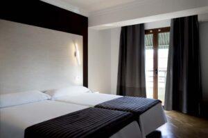 Habitacion Doble Superior con Balcon - Hostal Alhambra