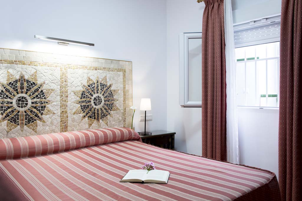 Habitación Doble con vistas al patio - Hostal Alhambra