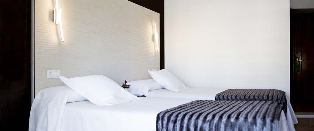 Superior Double Room with balcony - Hostal Alhambra