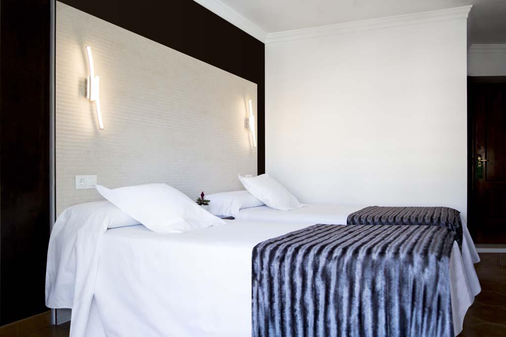 Superior Double Room with balcony - Hostal Alhambra